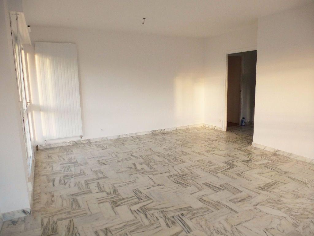 Appartement à louer 4 92.28m2 à Perpignan vignette-3