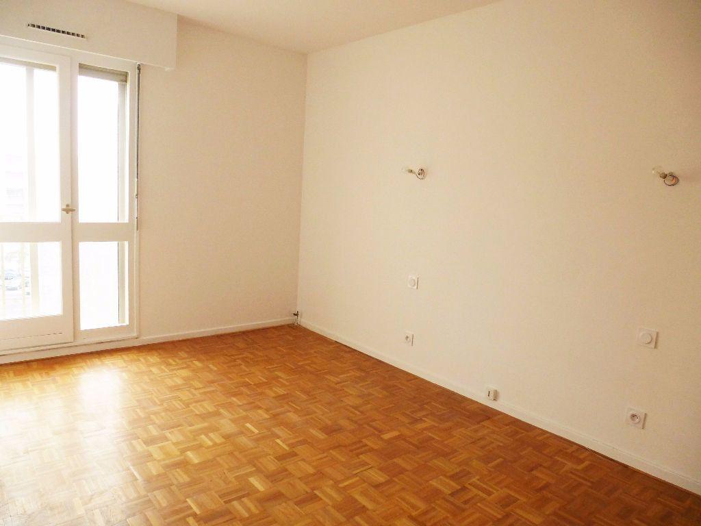 Appartement à louer 4 92.28m2 à Perpignan vignette-5
