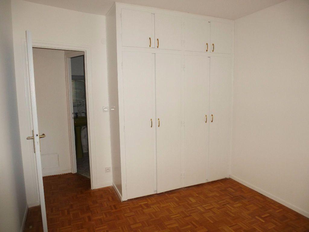 Appartement à louer 4 92.28m2 à Perpignan vignette-6