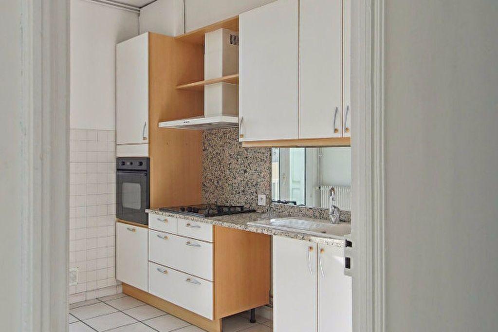 Appartement à louer 4 104.35m2 à Perpignan vignette-2