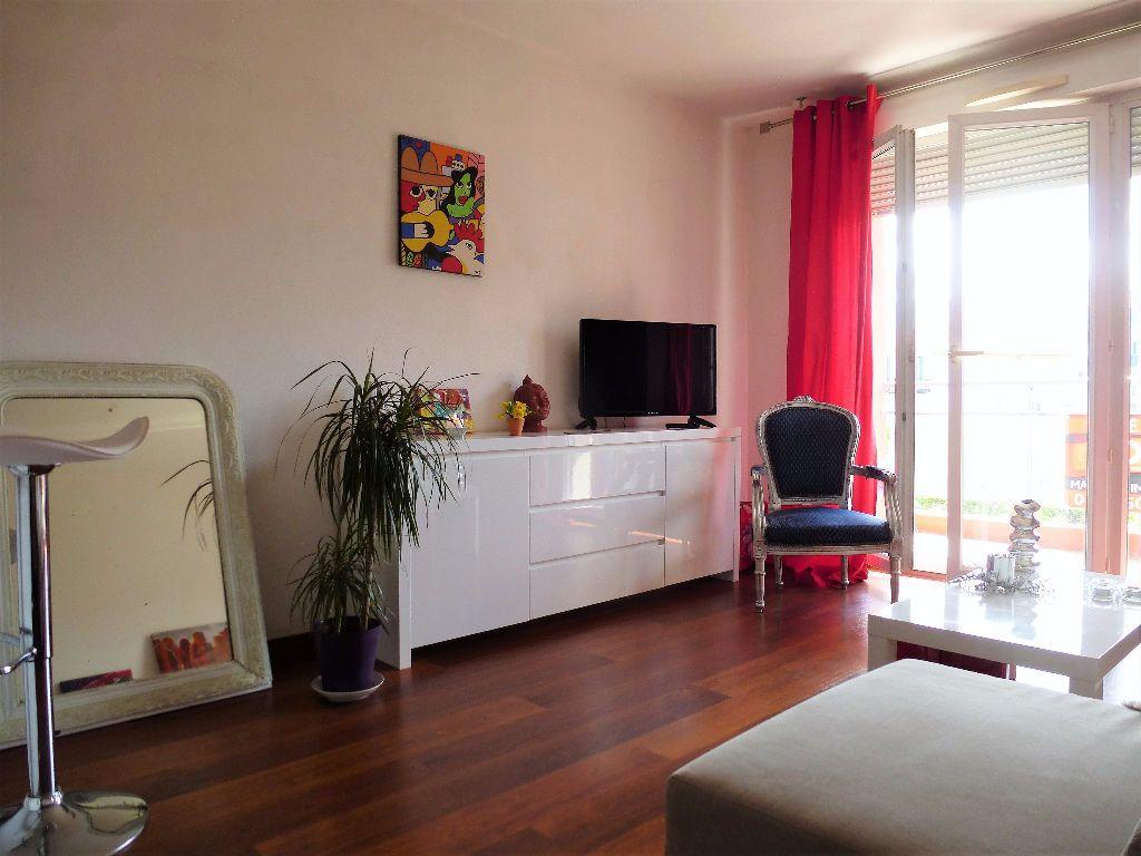 Appartement à louer 2 32.3m2 à Perpignan vignette-1