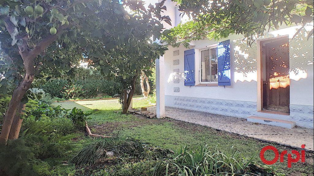 Maison à louer 5 140.95m2 à Perpignan vignette-2
