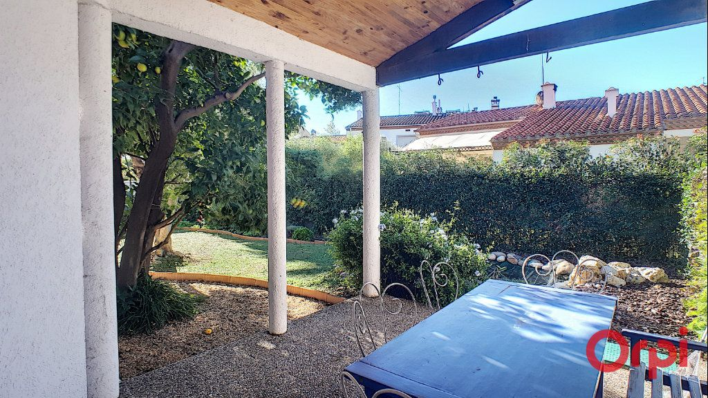 Maison à louer 5 140.95m2 à Perpignan vignette-5