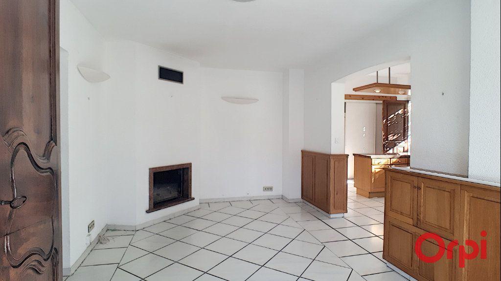 Maison à louer 5 140.95m2 à Perpignan vignette-9
