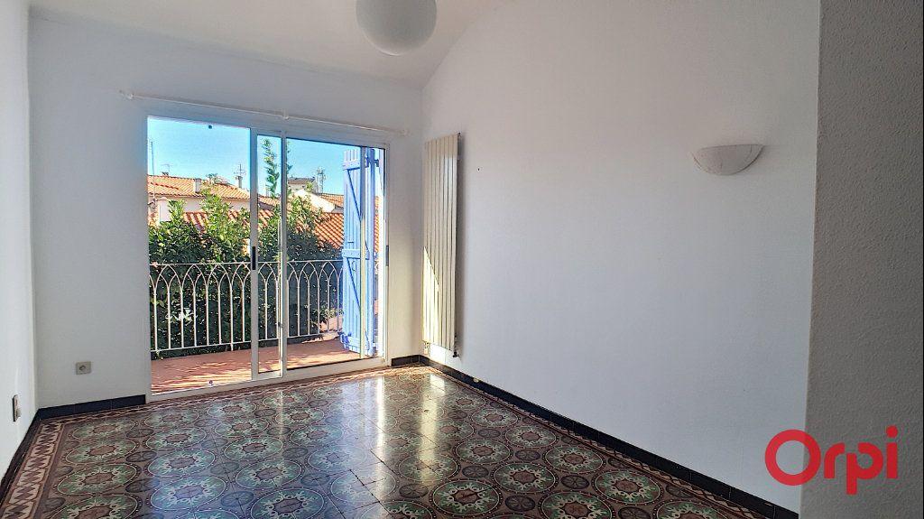 Maison à louer 5 140.95m2 à Perpignan vignette-11