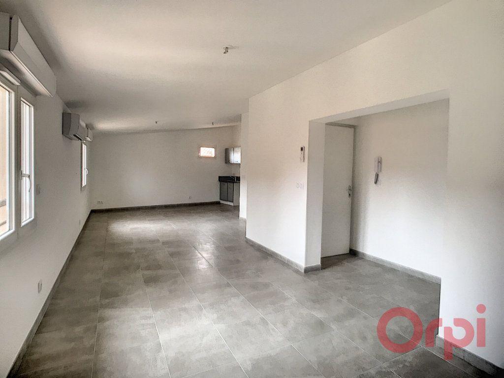 Appartement à louer 3 73.85m2 à Thuir vignette-1