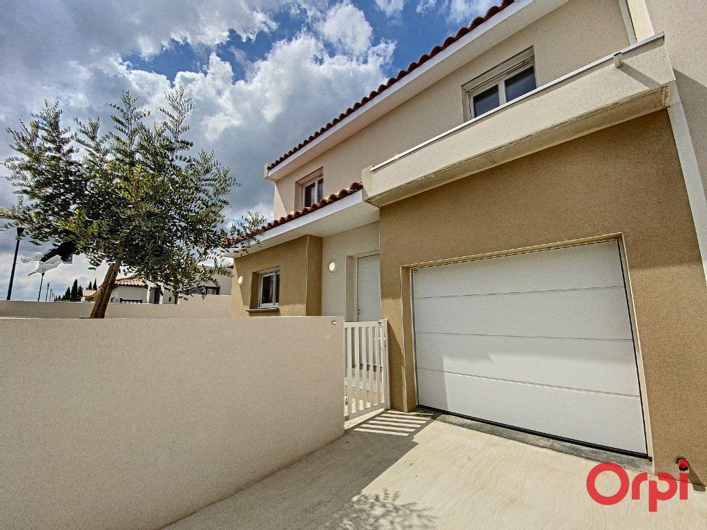 Maison à louer 4 89.95m2 à Ponteilla vignette-1