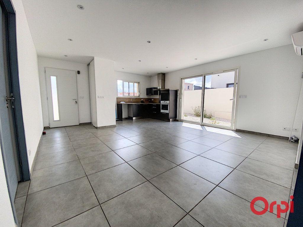 Maison à louer 4 89.95m2 à Ponteilla vignette-4