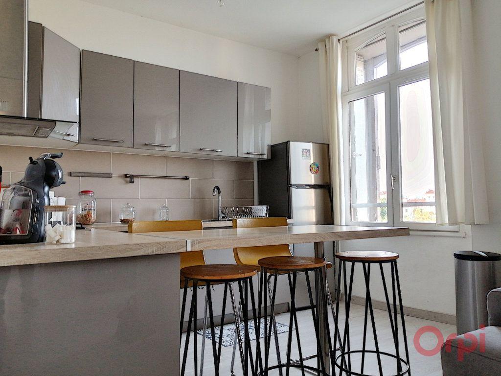 Appartement à louer 3 56.86m2 à Perpignan vignette-1