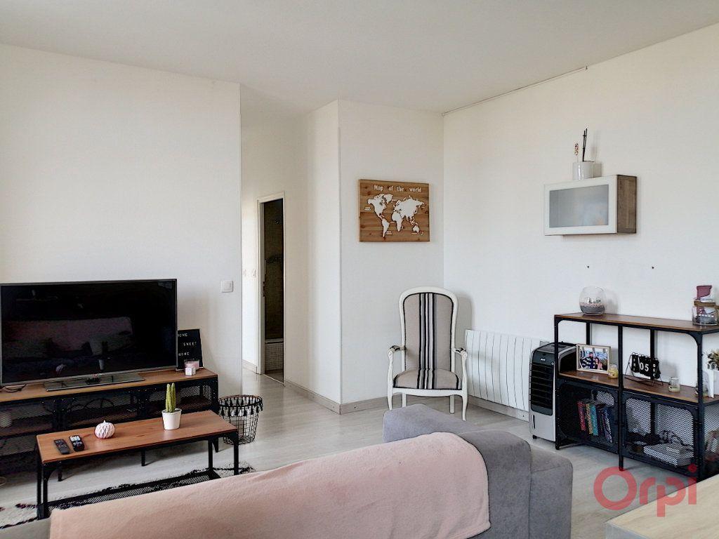 Appartement à louer 3 56.86m2 à Perpignan vignette-2