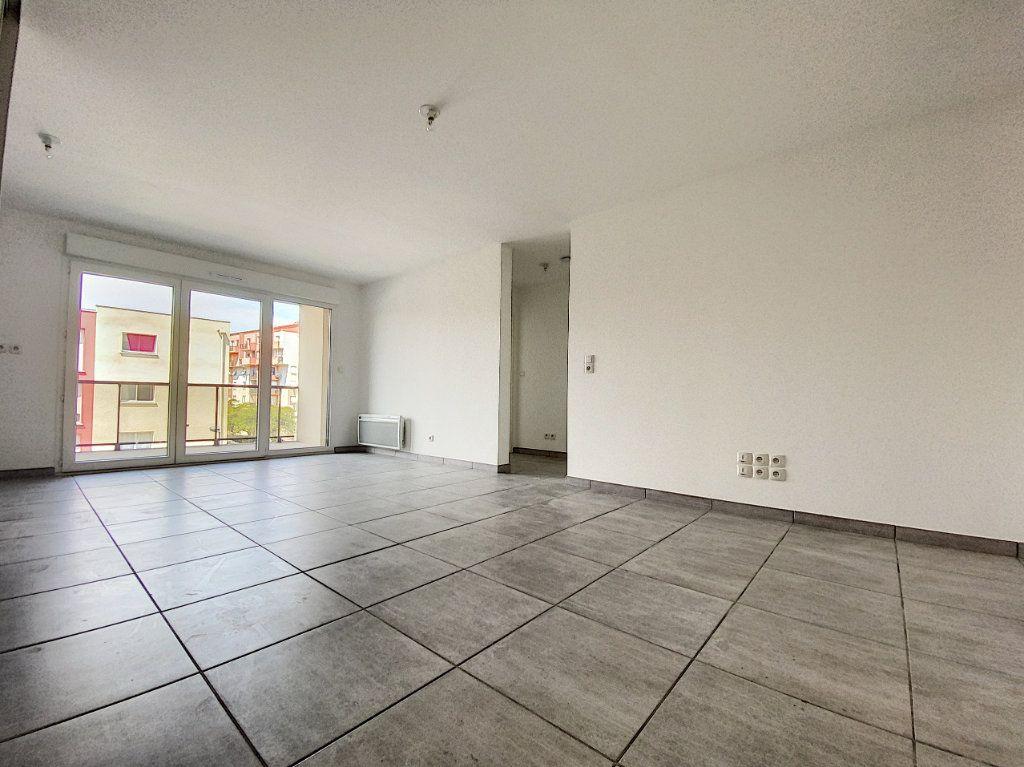 Appartement à louer 3 65.51m2 à Perpignan vignette-3