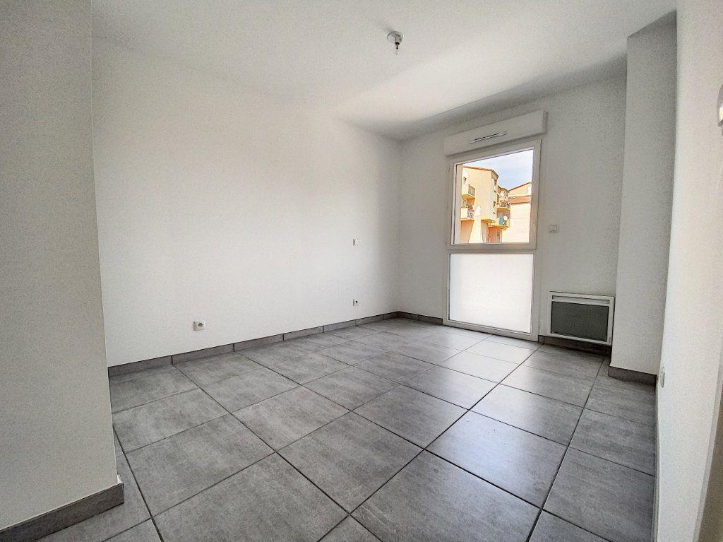 Appartement à louer 3 65.51m2 à Perpignan vignette-5