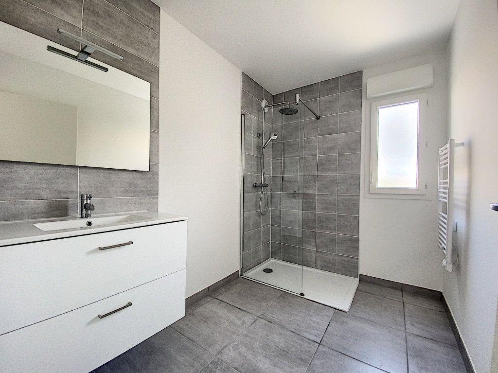 Appartement à louer 3 65.51m2 à Perpignan vignette-6