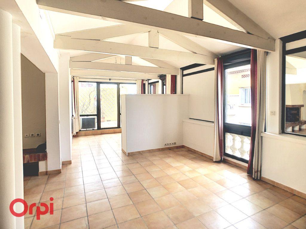 Appartement à vendre 4 129.95m2 à Perpignan vignette-1