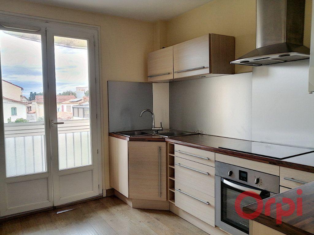 Appartement à louer 3 64.7m2 à Perpignan vignette-1