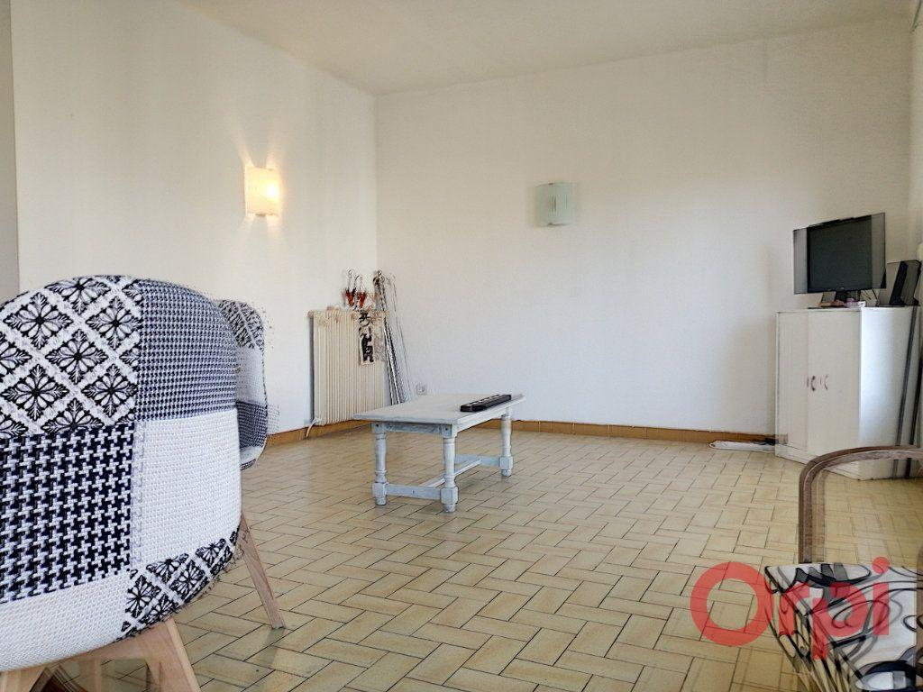 Appartement à louer 4 83.49m2 à Perpignan vignette-2