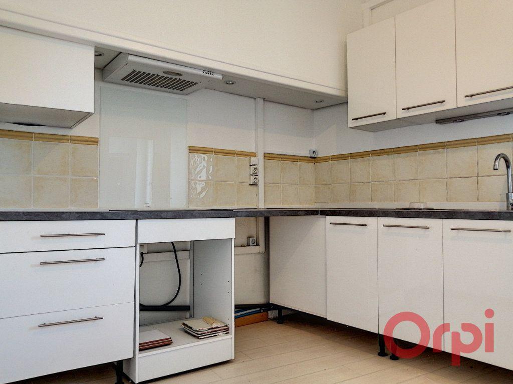 Appartement à louer 2 62.16m2 à Perpignan vignette-1