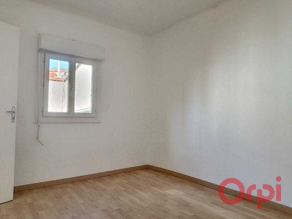 Appartement à louer 2 62.16m2 à Perpignan vignette-3