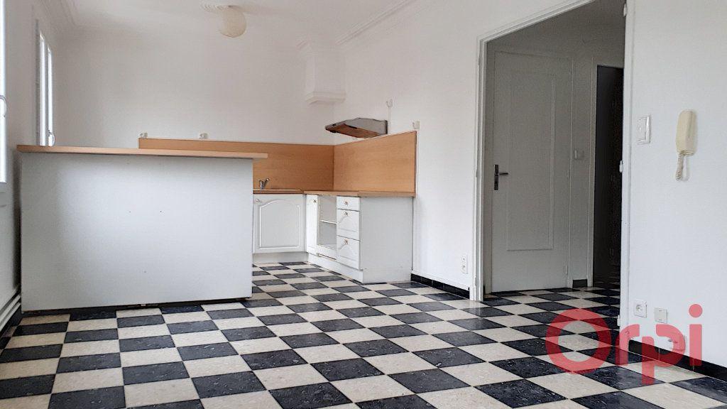 Appartement à louer 3 70.09m2 à Perpignan vignette-1