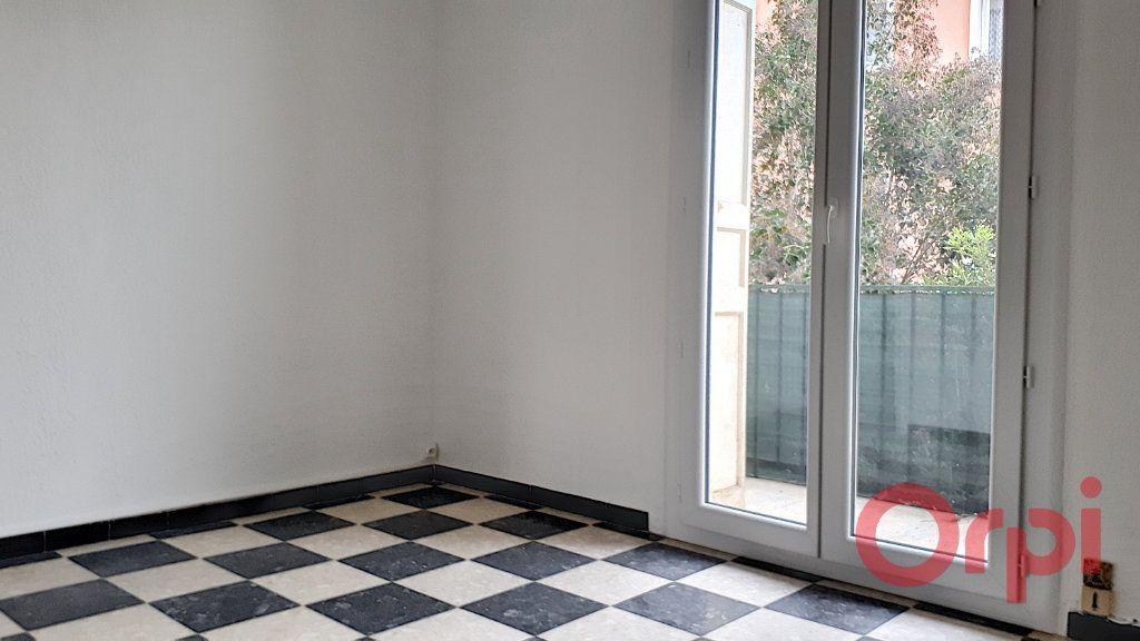 Appartement à louer 3 70.09m2 à Perpignan vignette-5