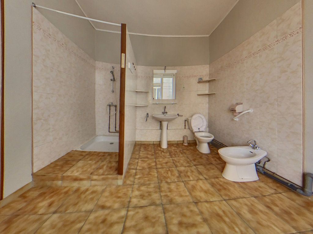 Maison à louer 4 116.1m2 à Prades vignette-2