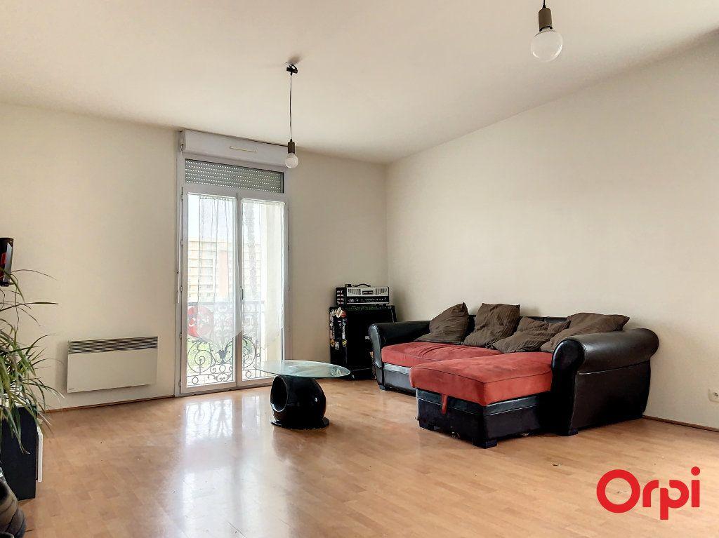 Appartement à louer 3 56.83m2 à Perpignan vignette-1