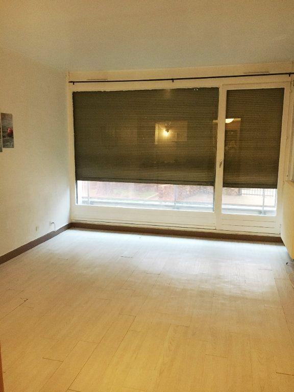Appartement à louer 1 24m2 à Rosny-sous-Bois vignette-2