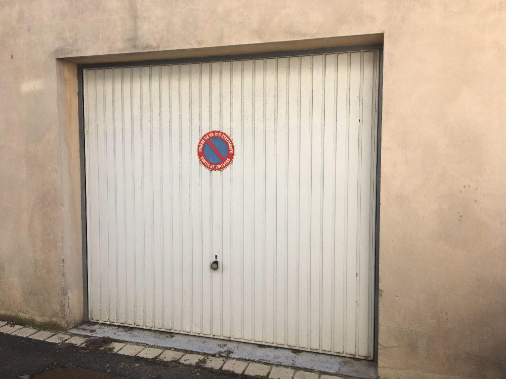 Stationnement à louer 0 13m2 à Surgères vignette-1