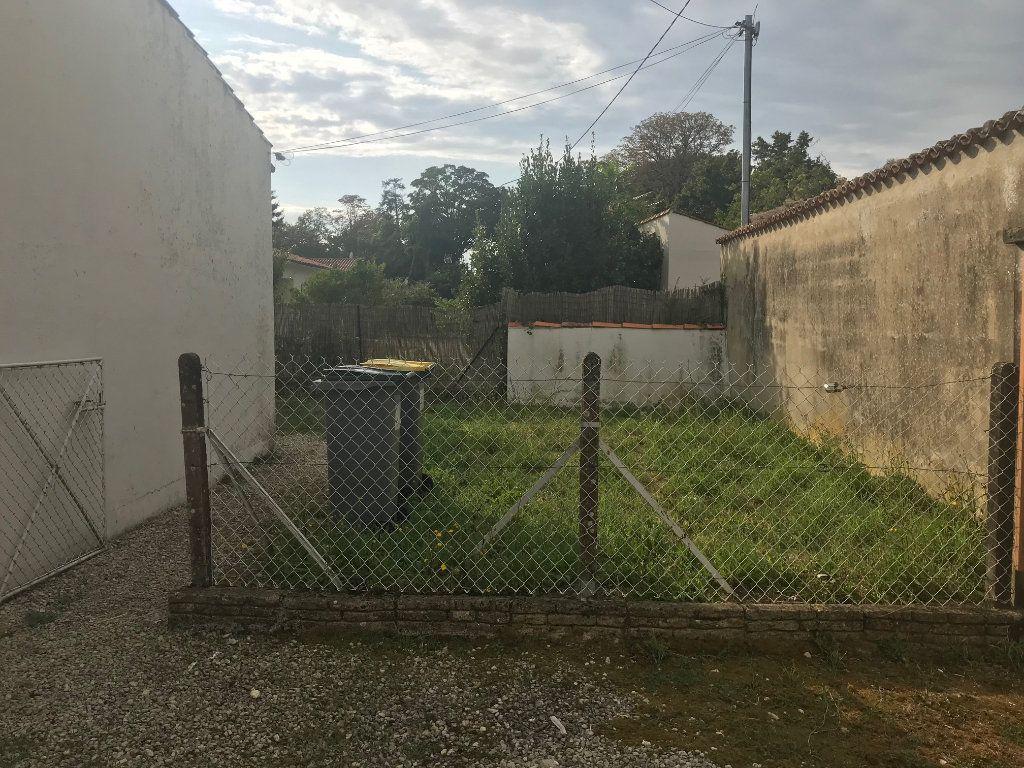 Appartement à louer 1 24m2 à Surgères vignette-1