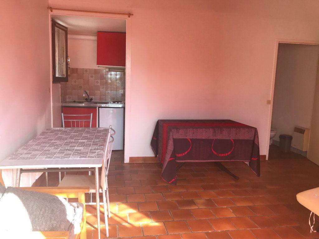 Appartement à louer 1 24m2 à Surgères vignette-2