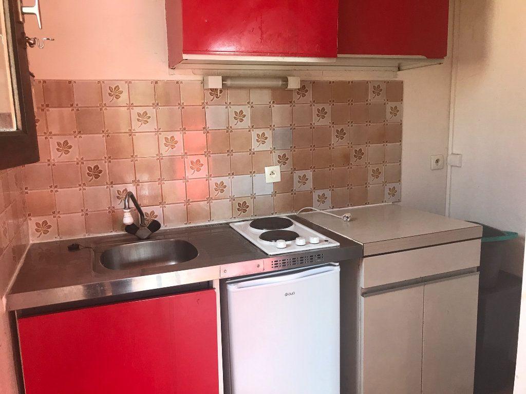 Appartement à louer 1 24m2 à Surgères vignette-4