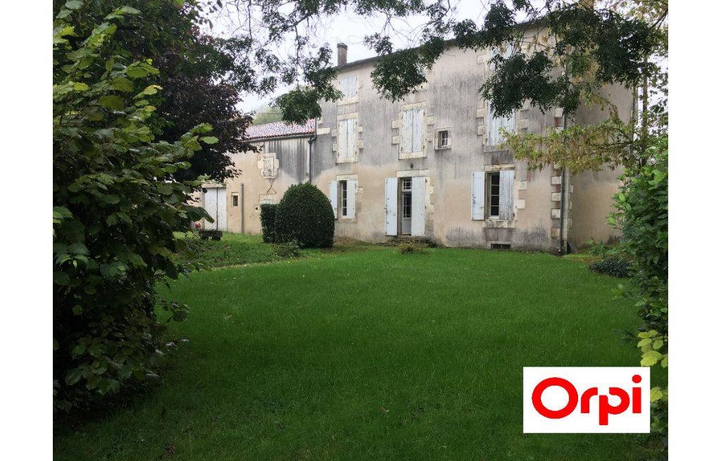 Maison à vendre 8 234m2 à Surgères vignette-1