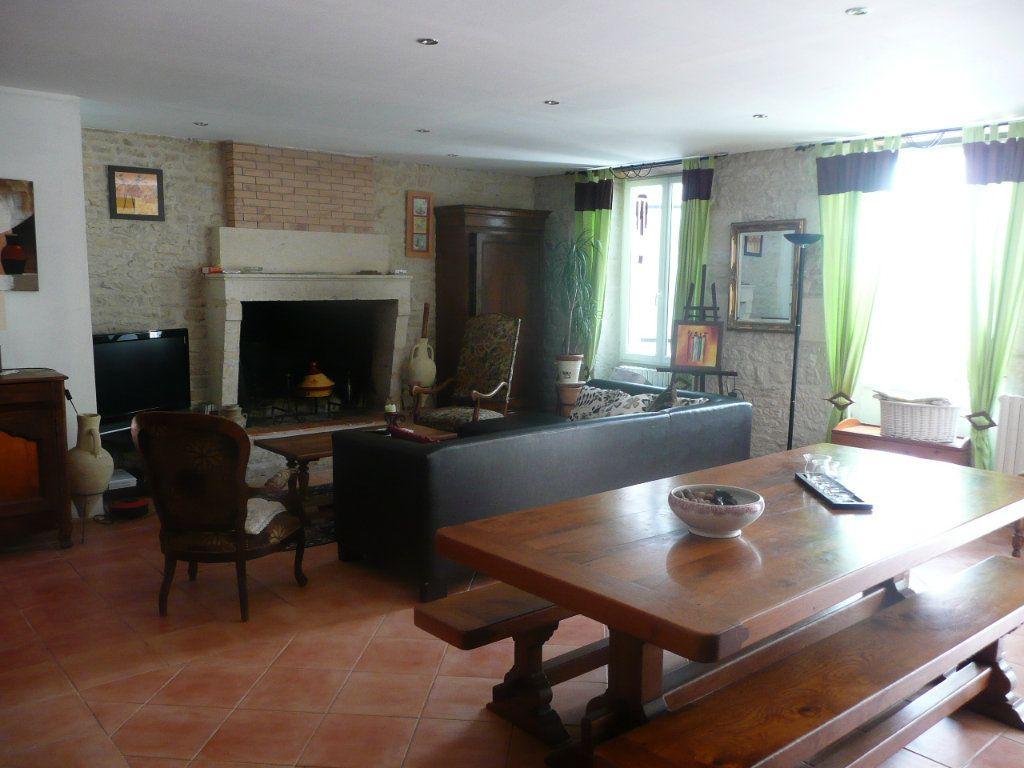 Maison à vendre 6 160m2 à La Grève-sur-Mignon vignette-2