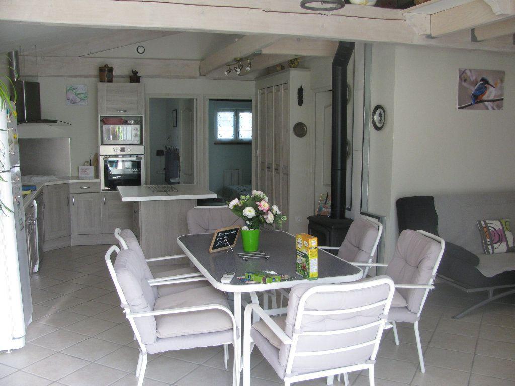 Maison à vendre 9 305m2 à Saint-Hilaire-la-Palud vignette-2