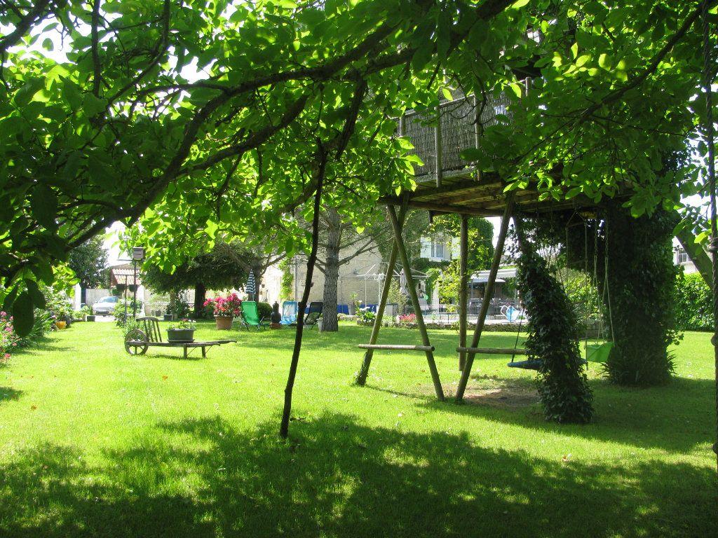 Maison à vendre 9 305m2 à Saint-Hilaire-la-Palud vignette-6
