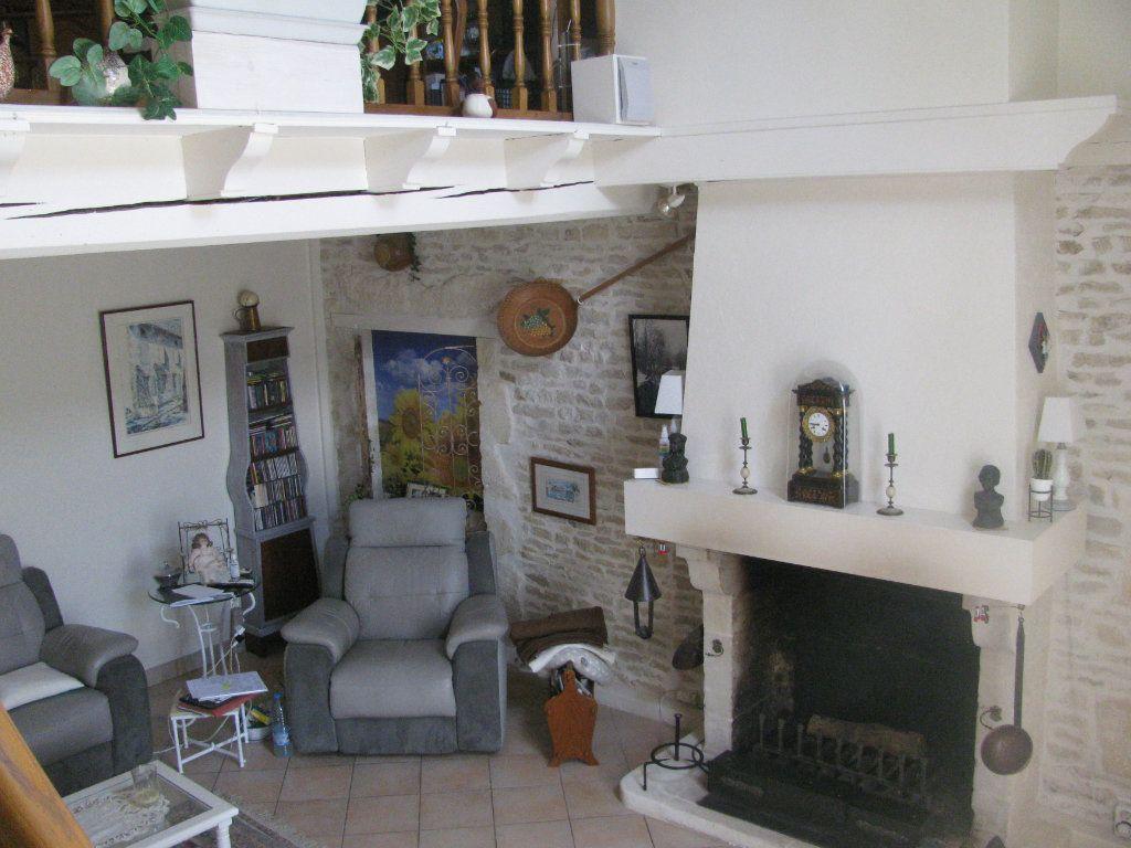 Maison à vendre 9 305m2 à Saint-Hilaire-la-Palud vignette-8