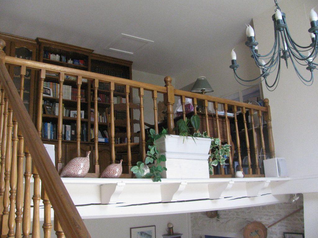 Maison à vendre 9 305m2 à Saint-Hilaire-la-Palud vignette-9