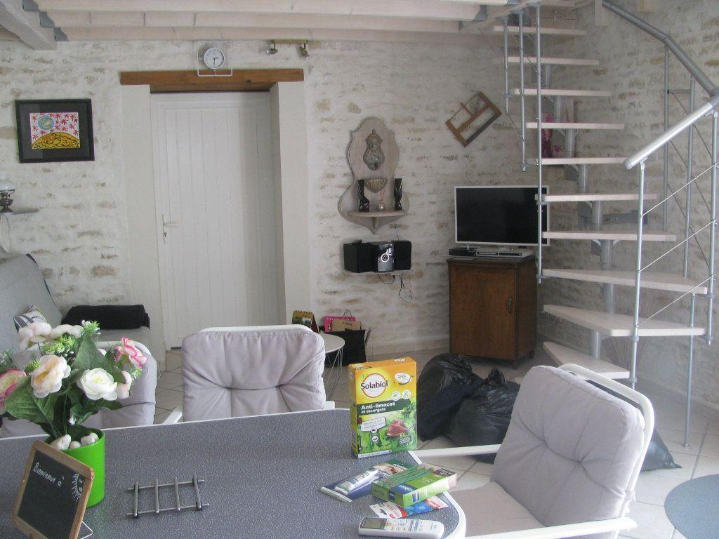Maison à vendre 9 305m2 à Saint-Hilaire-la-Palud vignette-11