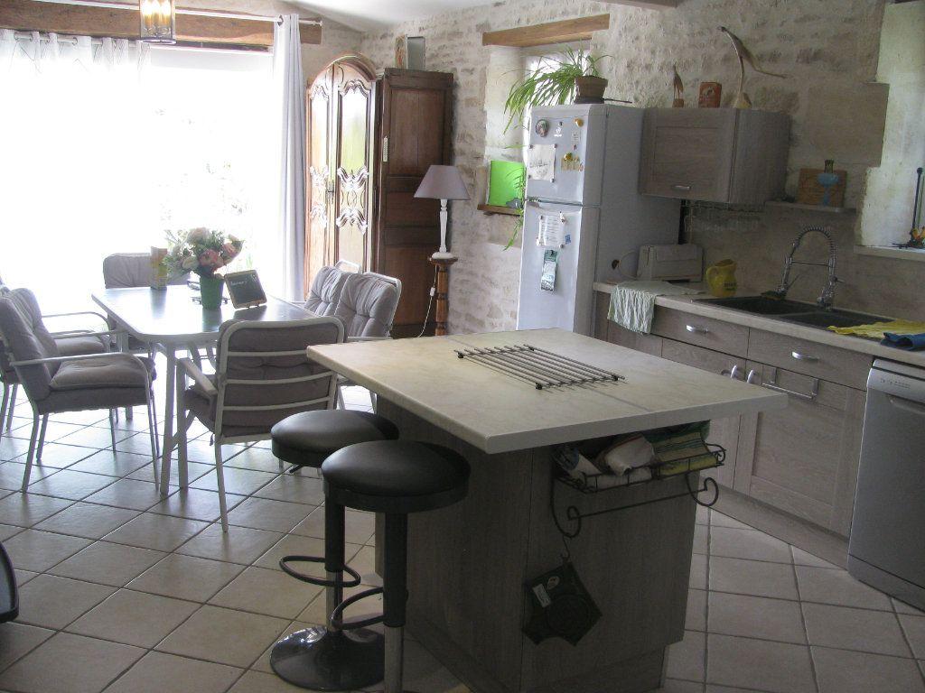 Maison à vendre 9 305m2 à Saint-Hilaire-la-Palud vignette-13