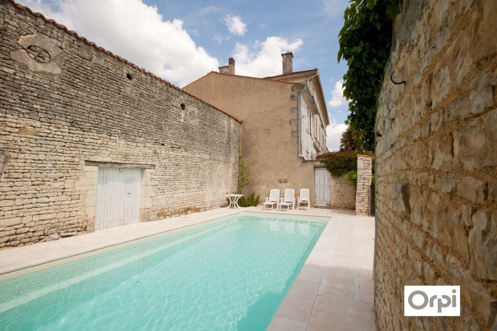 Maison à vendre 11 490m2 à Saint-Saturnin-du-Bois vignette-1