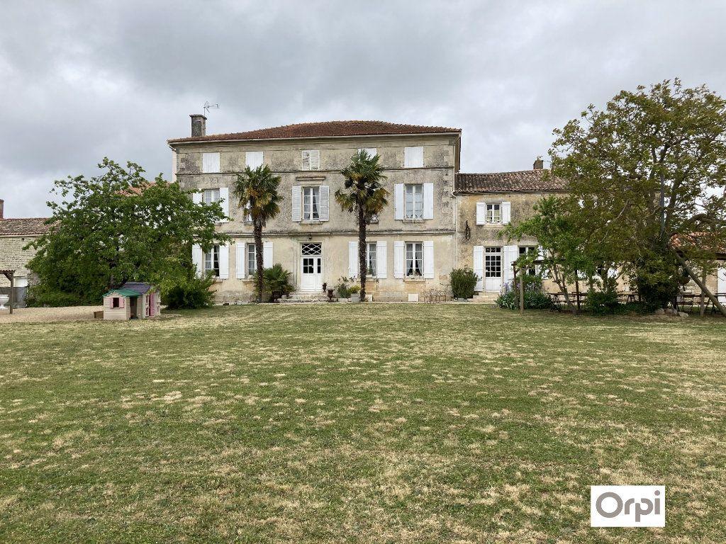 Maison à vendre 11 490m2 à Saint-Saturnin-du-Bois vignette-2