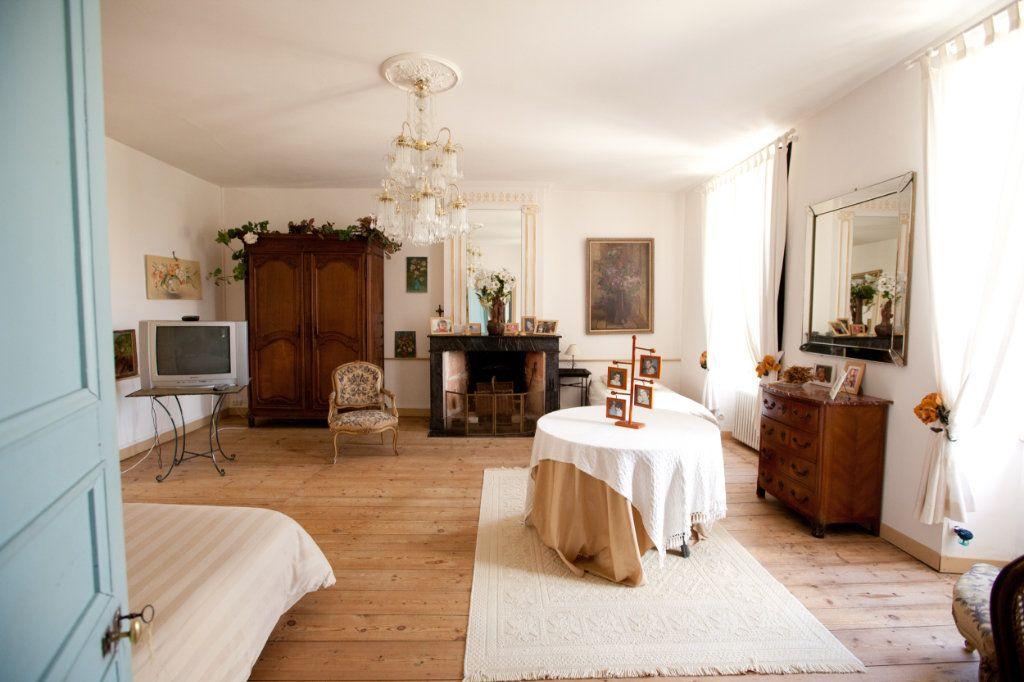 Maison à vendre 11 490m2 à Saint-Saturnin-du-Bois vignette-3
