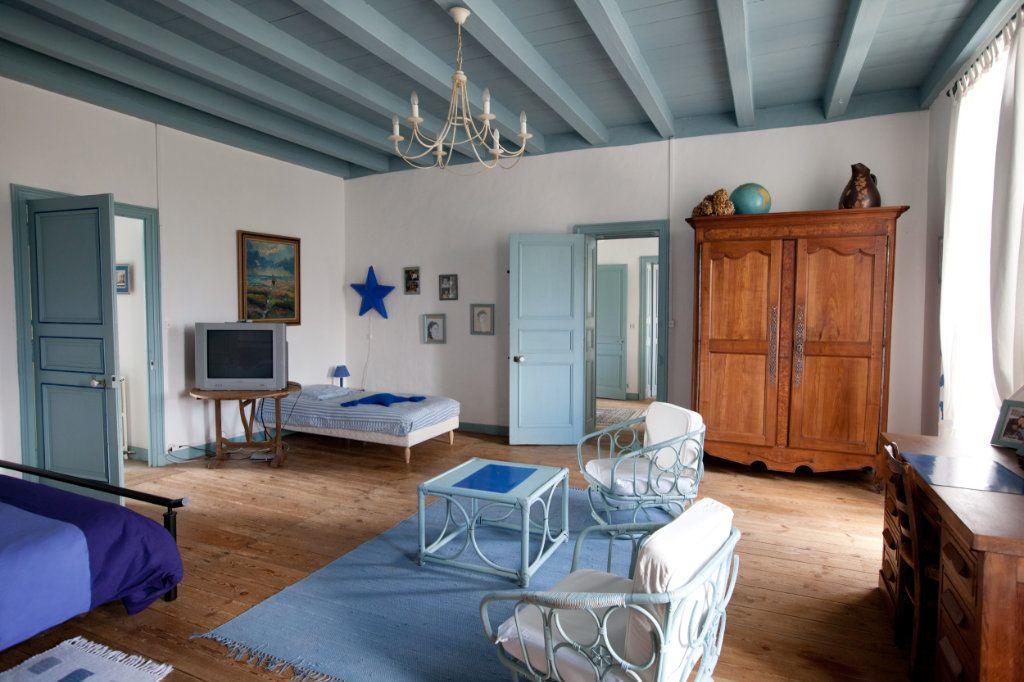 Maison à vendre 11 490m2 à Saint-Saturnin-du-Bois vignette-4