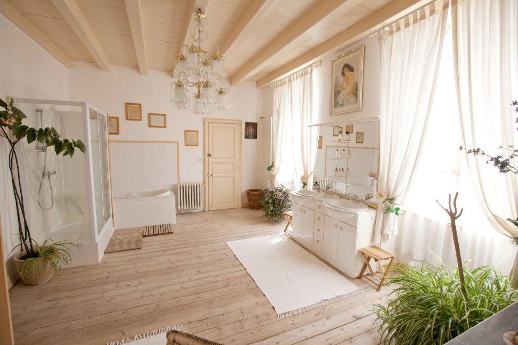 Maison à vendre 11 490m2 à Saint-Saturnin-du-Bois vignette-5