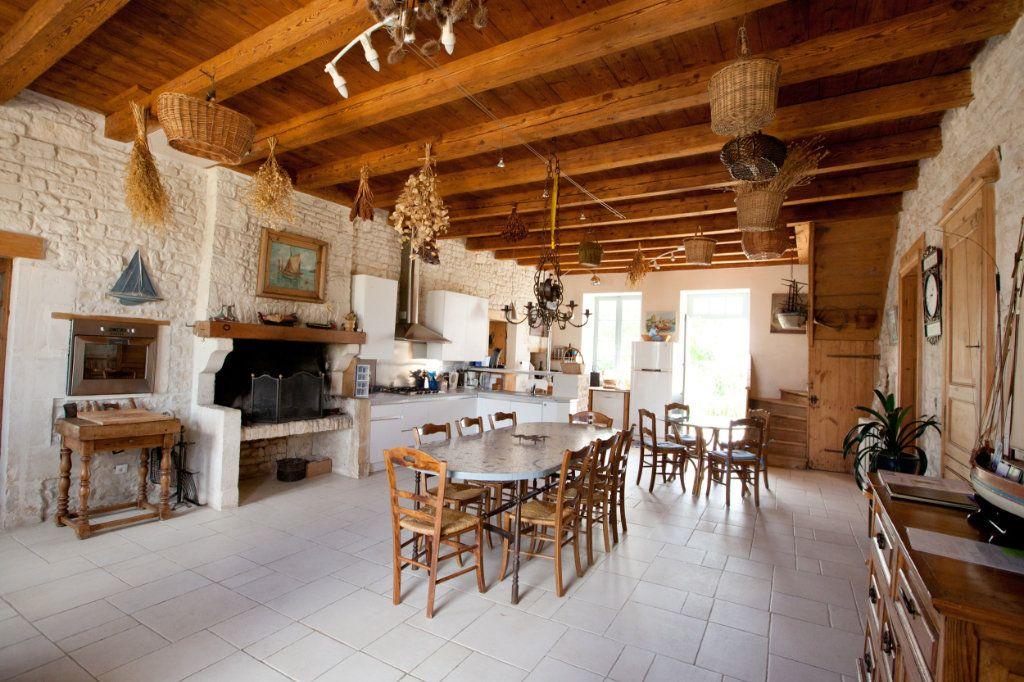 Maison à vendre 11 490m2 à Saint-Saturnin-du-Bois vignette-7