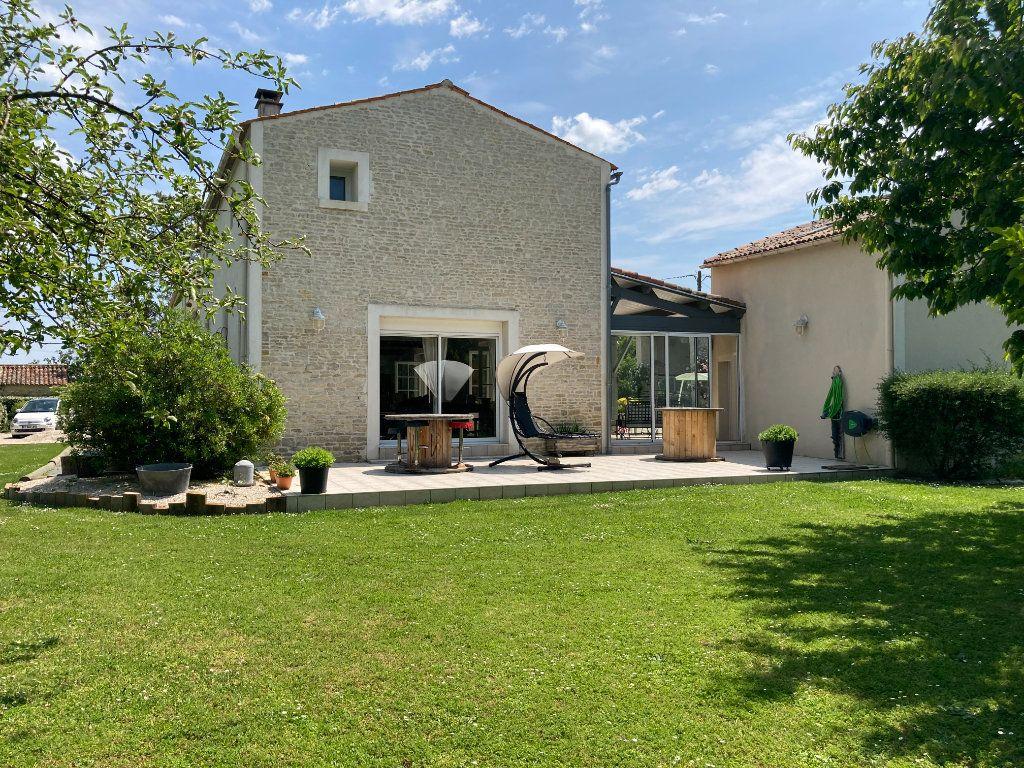 Maison à vendre 12 316m2 à Saint-Hilaire-la-Palud vignette-7