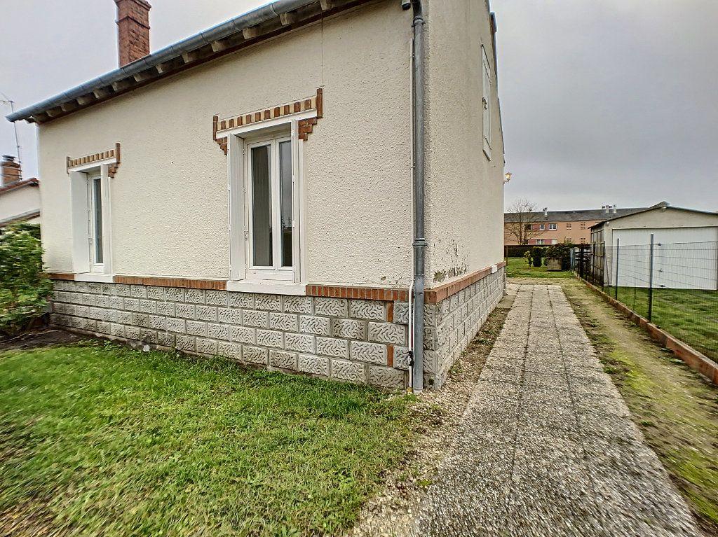Maison à louer 3 60m2 à La Ferté-Saint-Aubin vignette-1