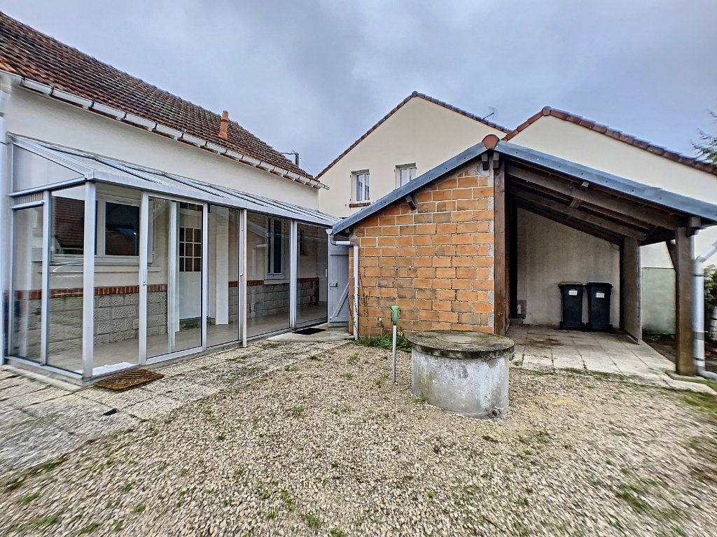 Maison à louer 3 60m2 à La Ferté-Saint-Aubin vignette-9