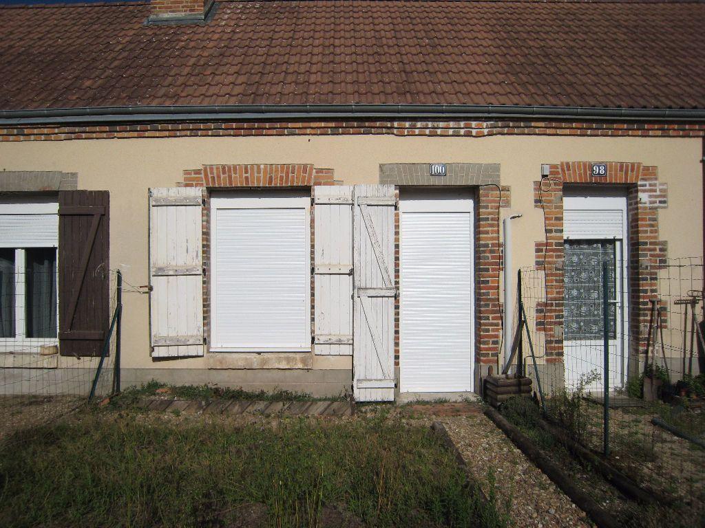 Appartement à louer 1 30m2 à La Ferté-Saint-Aubin vignette-1