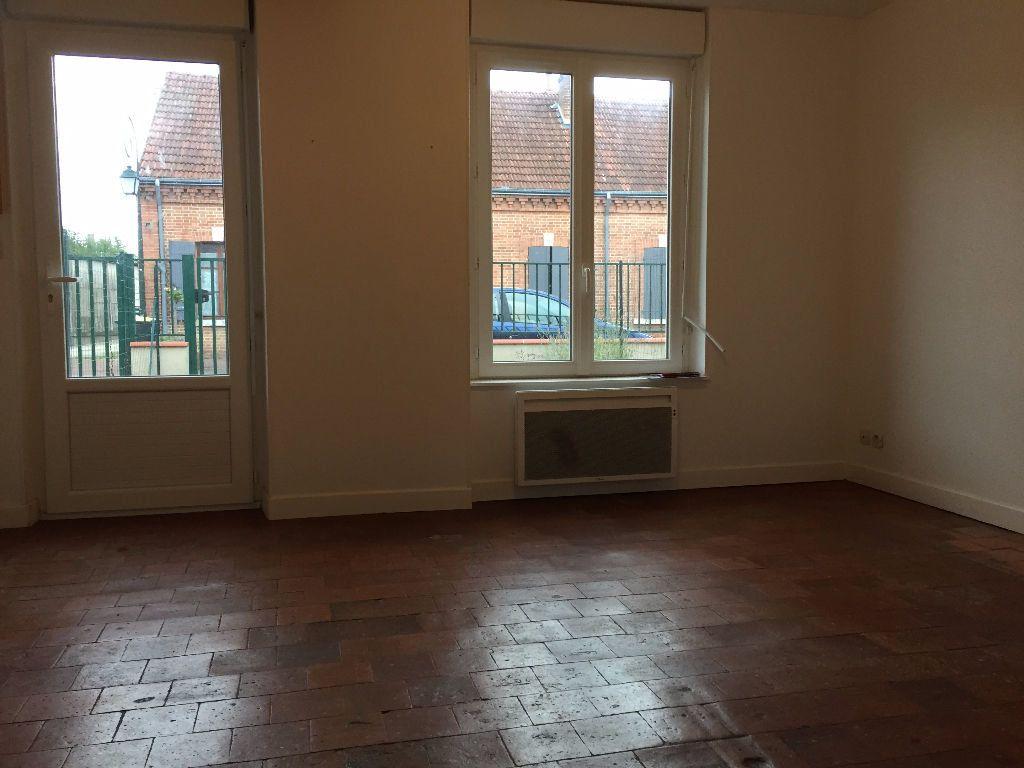 Appartement à louer 1 30m2 à La Ferté-Saint-Aubin vignette-2